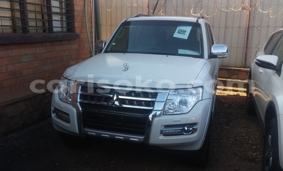 Acheter Occasion Voiture Mitsubishi Pajero Blanc à Kigali au Rwanda
