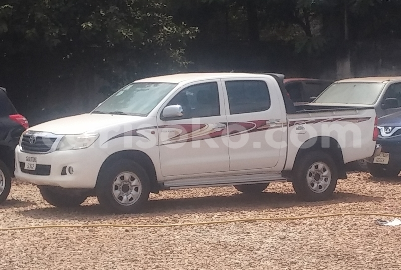 Big with watermark hilux rta 35m white