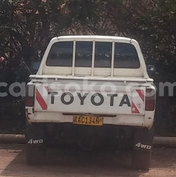 Big with watermark toyota hilux ancien