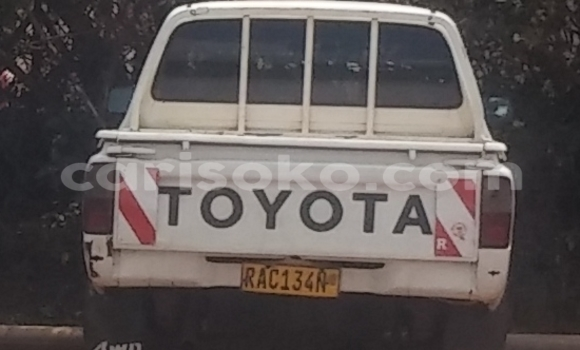 Medium with watermark toyota hilux ancien