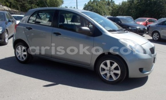Gura Yakoze Toyota Yaris Silver Imodoka i Kigali mu Rwanda