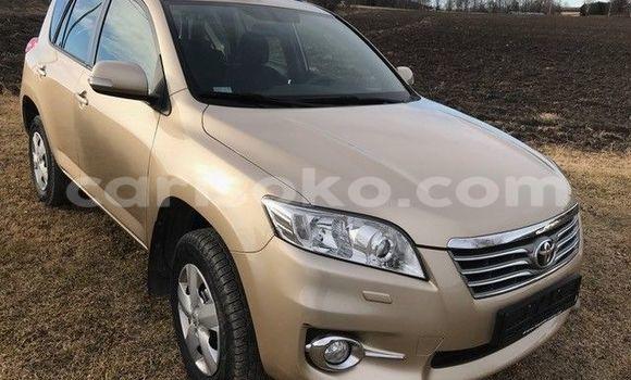 Gura Yakoze Toyota RAV4 Beige Imodoka i Kigali mu Rwanda