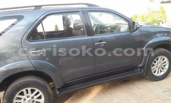 Acheter Occasions Voiture Toyota Fortuner Noir à Gicumbi au Rwanda