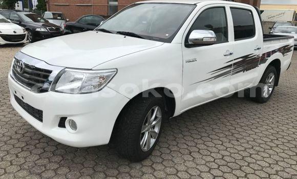 Acheter Occasion Voiture Toyota Hilux Blanc à Gasarenda au Rwanda