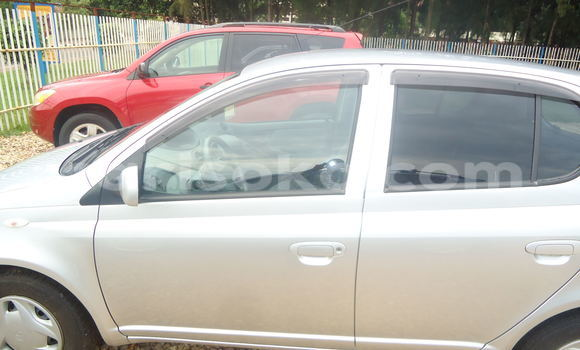 Acheter Occasion Voiture Toyota Vitz Gris à Kigali, Rwanda