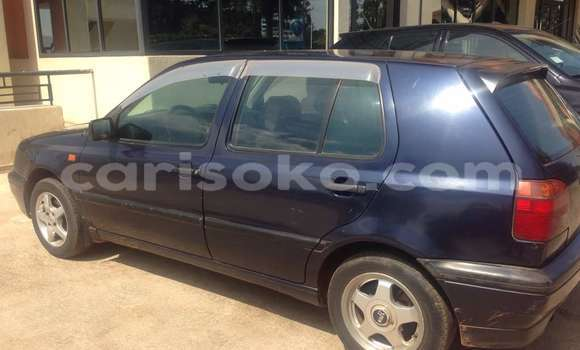 Acheter Occasion Voiture Volkswagen Golf Bleu à Kigali au Rwanda