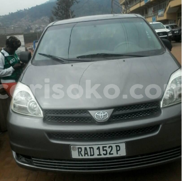 Big with watermark toyota sienna auto 2005 120k km 9 500 000 georges newton 0785025070