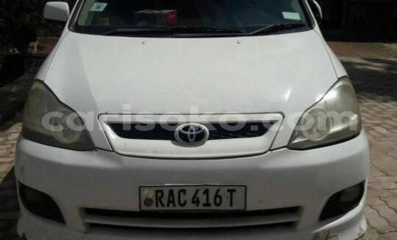 Acheter Occasion Voiture Toyota Ipsum Blanc à Kigali au Rwanda