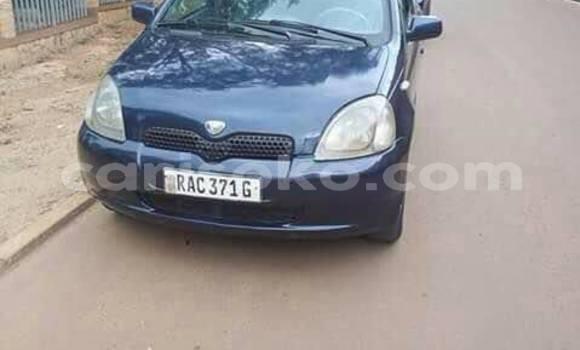 Acheter Occasion Voiture Toyota Vitz Bleu à Kigali au Rwanda
