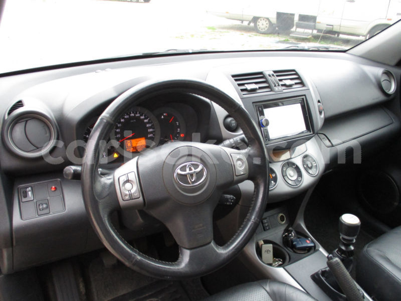 Big with watermark toyota rav 4 2.2 d 4d 4