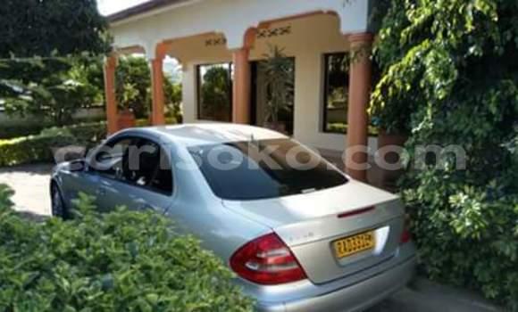 Acheter Occasions Voiture Mercedes‒Benz E-Class Gris à Kigali au Rwanda