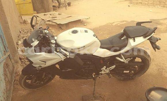 Acheter Neuf Moto Hyonsung GT650 Blanc à Kigali au Rwanda