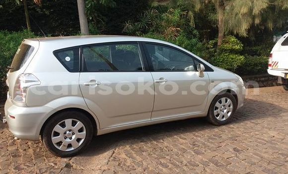 Acheter Occasion Voiture Toyota Verso Gris à Kigali au Rwanda