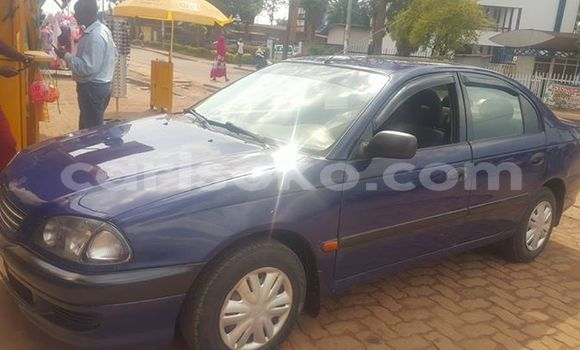 Acheter Occasion Voiture Toyota Avensis Bleu à Kigali au Rwanda