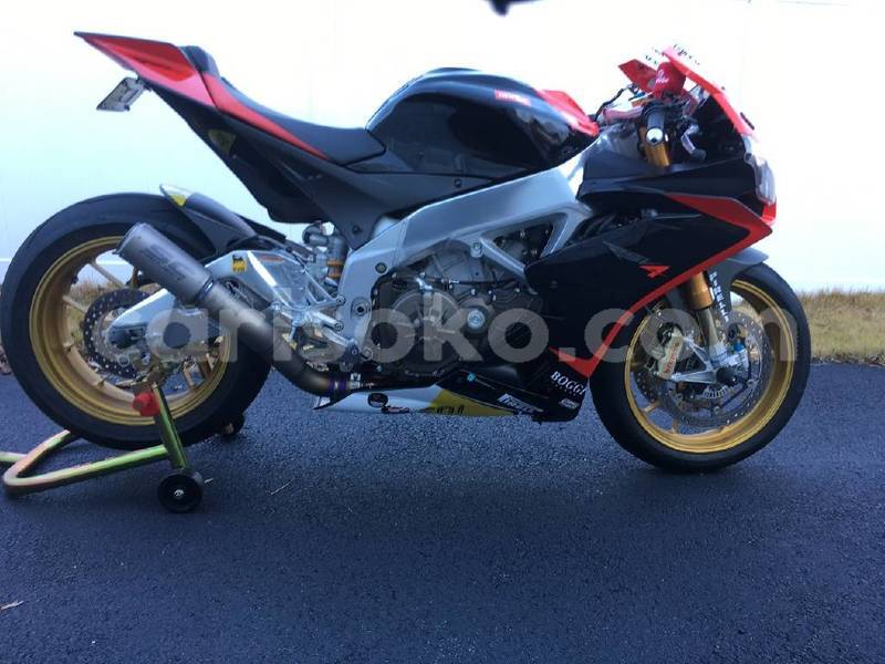 Big with watermark 2012 aprilia rsv4 factory..004