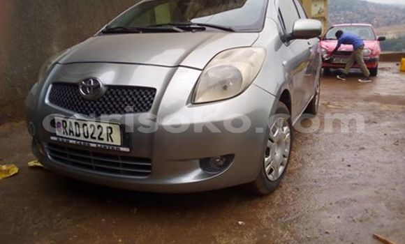 Acheter Occasion Voiture Toyota Yaris Gris à Kigali au Rwanda