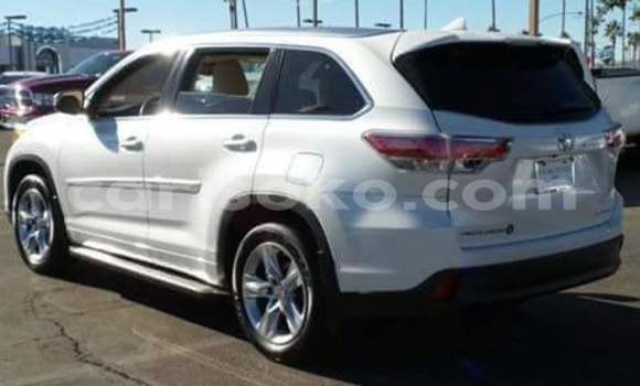 Buy Used Toyota Highlander White Car in Gicumbi in Rwanda