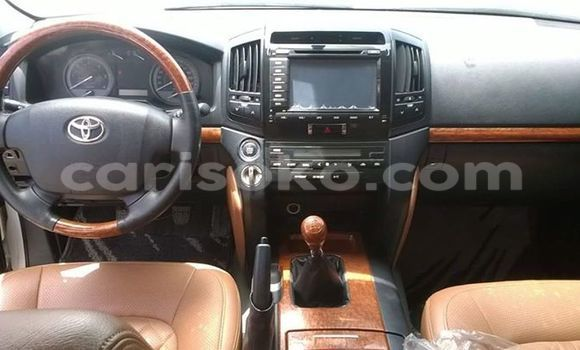 Buy Used Toyota Venza White Car in Gicumbi in Rwanda
