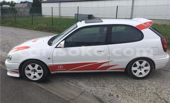 Acheter Occasion Voiture Toyota Corolla Blanc à Kigali au Rwanda