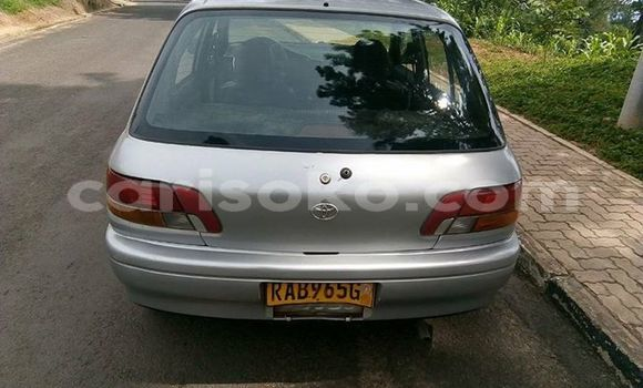 Gura Yakoze Toyota Starlet Silver Imodoka i Kigali mu Rwanda
