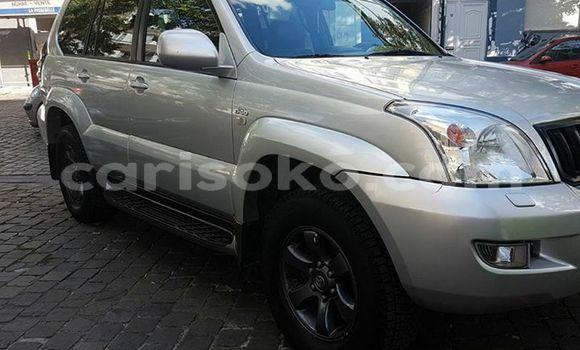 Acheter Occasions Voiture Toyota Land Cruiser Prado Gris à Kigali au Rwanda