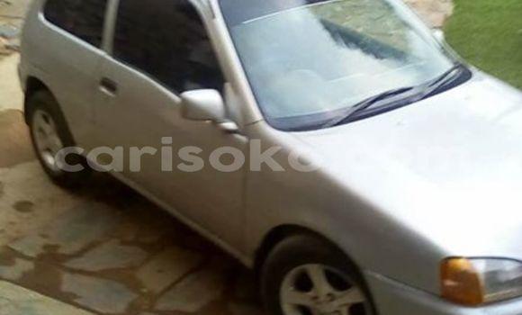 Acheter Occasions Voiture Toyota Starlet Gris à Kigali au Rwanda