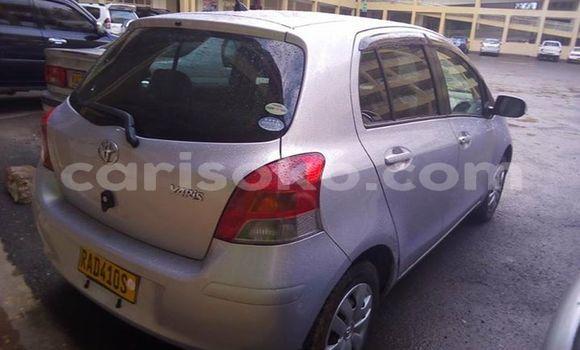 Acheter Occasions Voiture Toyota Vitz Gris à Kigali au Rwanda